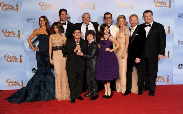 Elenco de Modern Family com o Prêmio Série Cômica